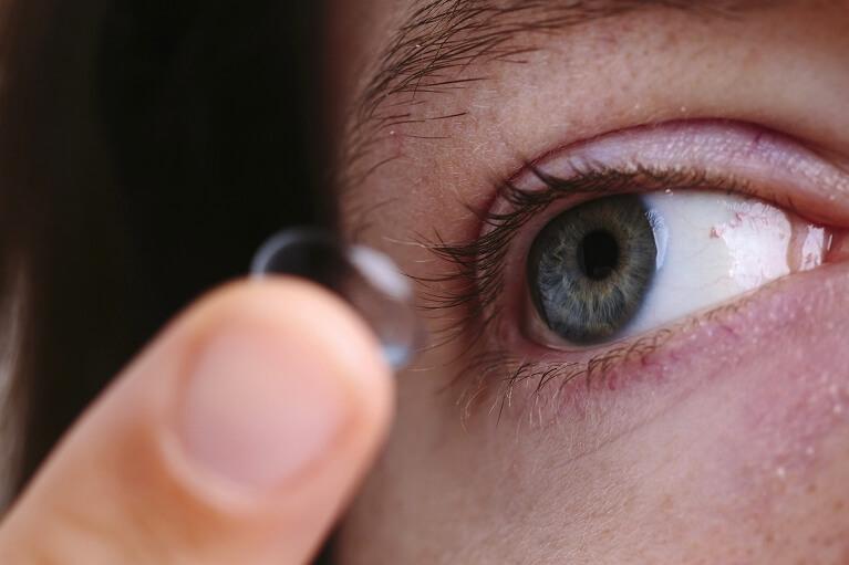 眼瞼下垂になる原因